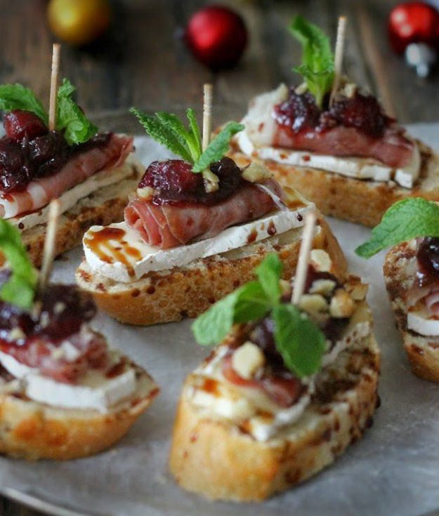 17 Christmas Party Food Ideas | Easy To Prepare Finger Foods | http://homemaderecipes.com/christmas-party-food-ideas/