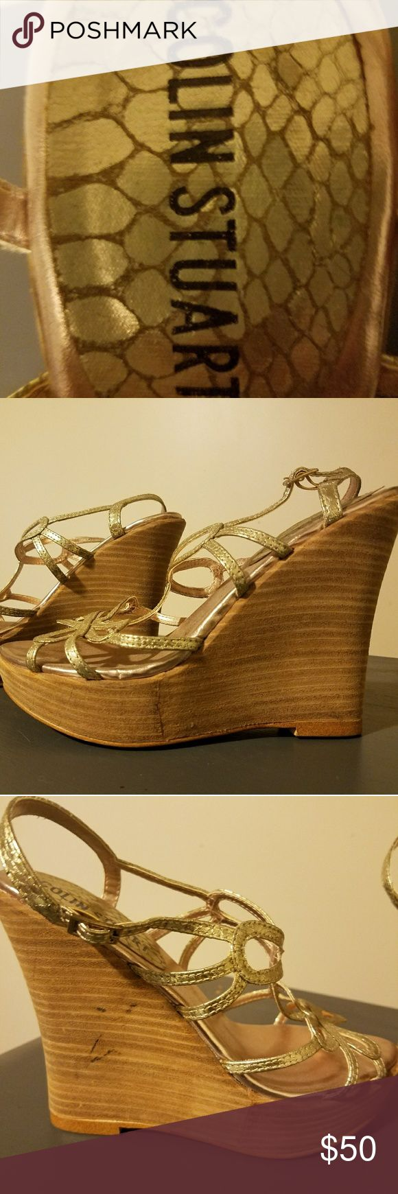 COLIN STUART SOFT GOLD BUTTERFLY WEDGES!! COLIN STUART SOFT GOLD BUTTERFLY WEDGES!! VERY STYLISH!! WORN MAYBE TWICE!!! SIZE 6.5 Colin Stuart Shoes Wedges