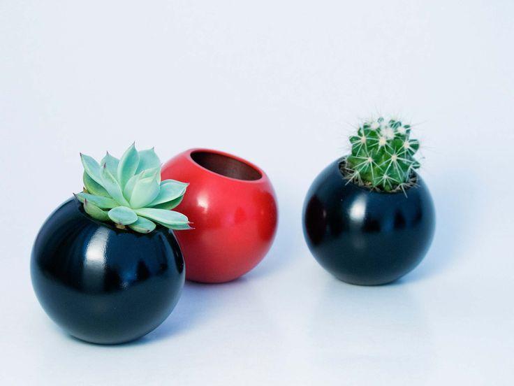 Sfera - vas pentru plante. Geometrica, o colectie de vase moderne, ideale pentru plante suculente sau cactusi, acasa sau la birou. Create de Atelierro. www.atelierro.eu