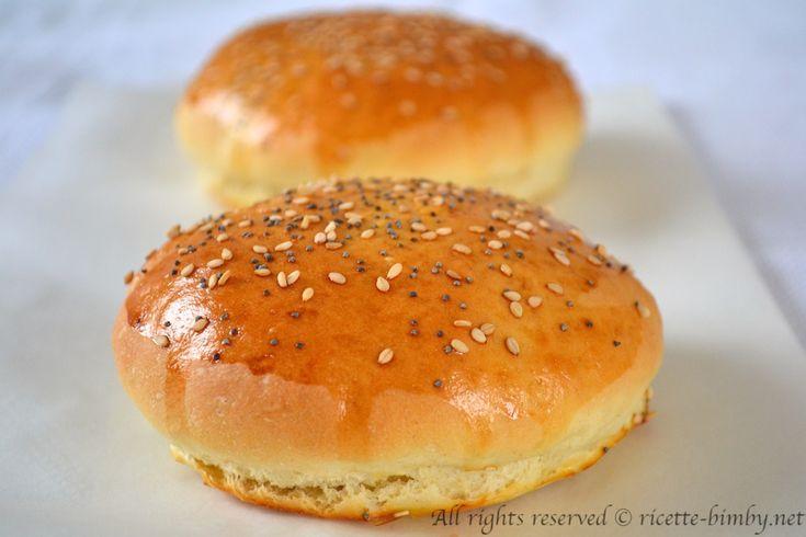 I panini per hamburger detti anche burger buns sono panini di origine americana e semplici da preparare, leggi la mia ricetta per il bimby.