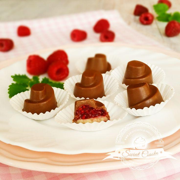 Pralinki z malinami i białą czekoladą | Świat Ciasta
