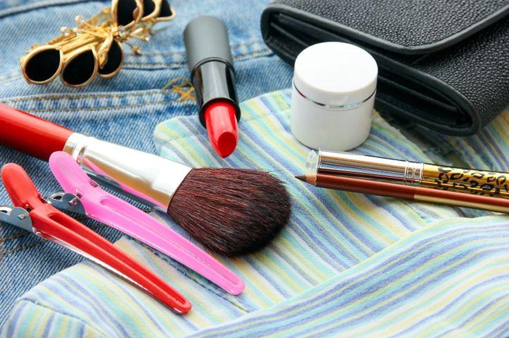 Produse de makeup pe care sa le iei cu tine in vacanta. #makeup #machiaj #frumusete #cosmetice #vara