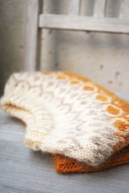 maria carlander: alva. I don't understand a word of this site, but this sweater's beauty is universal