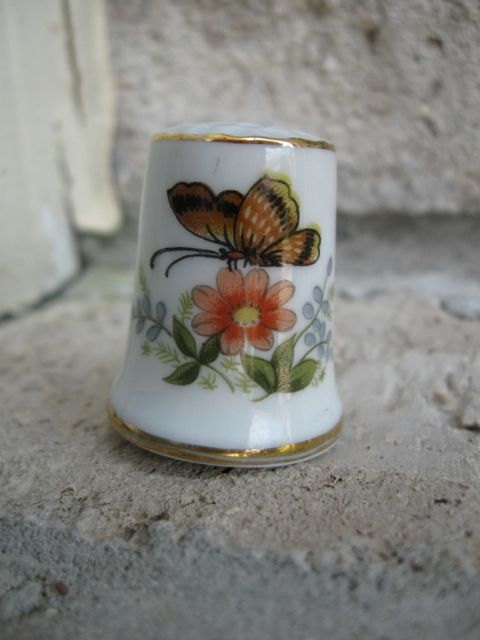 antique porcelain thimble sewing by hand needle work fabric quilting collectible collectibles thimble