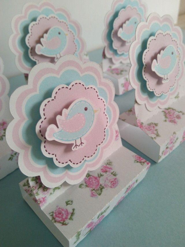 Embalagem para chocolate Bis, tema Passarinho Floral. <br>Feito com papel…