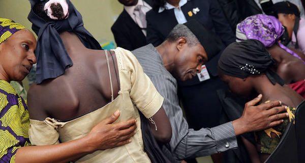 Nigeria 21 lycéennes de Chibok libérées par le groupe djihadiste Boko Haram - Le Monde