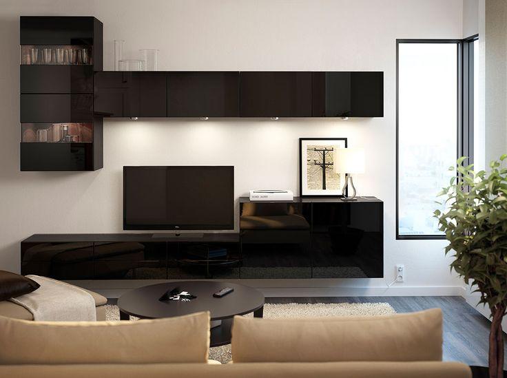 Ława na TV BESTÅ, czarna z połyskiem i szafki ścienne z drzwiami szklanymi