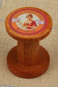 Vintage wooden bobbin Découvit label