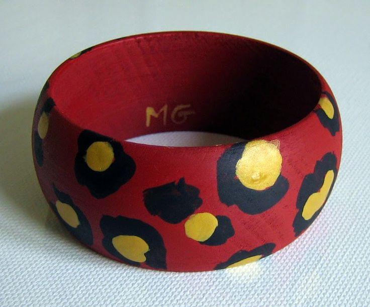 MENCHU GAMERO: PULSERAS-BRAZALETES de madera pintadas a mano. Pie...