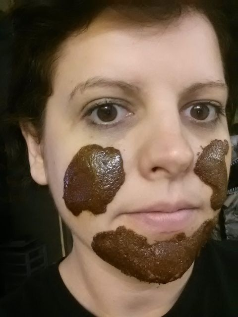 All natural face mask to almost INSTANTLY get rid of acne/scars. 1tsp honey, 1 tsp nutmeg, 1tsp cinnamon. AMAZING! Even if it looks like baby poop.