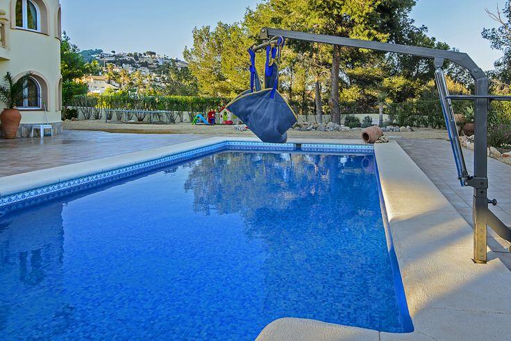 Villa Xenofilia VI - hydraulische zwembadlift met tilmat.