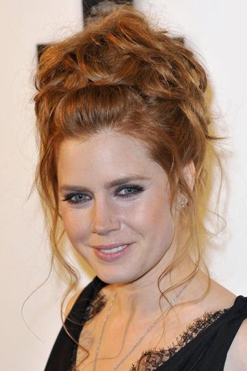 "Recogido alto de tipo ""nido"". #peinado #recogido #cabello #pelo #hairstyle #celebrity #amyadams"