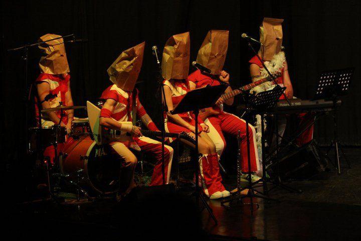 Da simpatico complessino a misterioso quintetto. Da Ridi'n Bergamo Show, laboratorio cabaret condotto da Omar Fantini e Paolo Casiraghi.