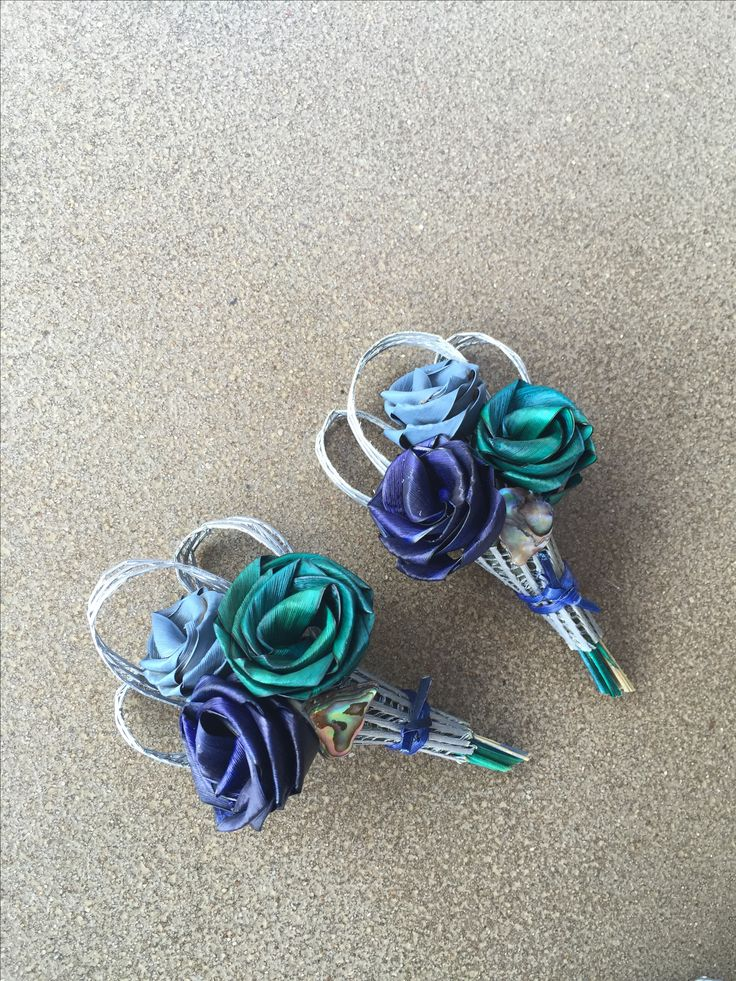 Lady's three rose corsage in Paua Blues. www.flaxation.co.nz