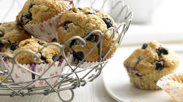 Leichtes Gebäck: Heidelbeer-Bananen-Muffins mit Weizenkleie | http://eatsmarter.de/rezepte/heidelbeer-bananen-muffins