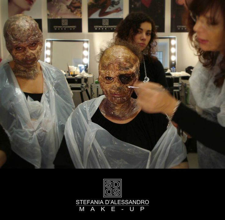 Zombish Make Up lesson by Stefania D'alessandro Make up Artist, Rome. #makeupstation #makeupzombish #stefaniadalessandro #makeupartist #cantonirome