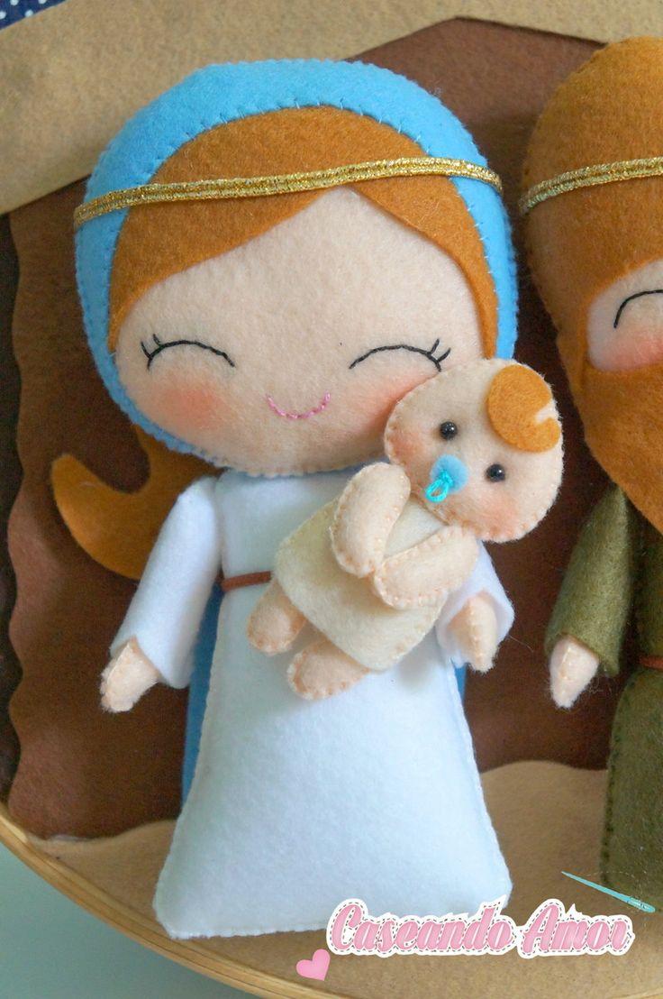 *Quadrinho Sagrada família *25cm de diâmetro * Confeccionado em feltro, feito a mão *Deixe sua decoração de natal ainda mais linda com esse lindo quadrinho com o verdadeiro significado no natal representando de uma linda forma.
