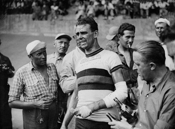 Cycling legend Rik Van Steenbergen would have been 90 today. (Photo: @welloffside) pic.twitter.com/gdszBF2xRq