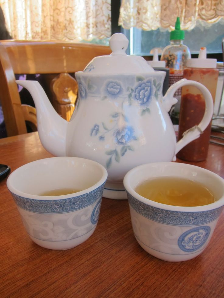 Mami-Eggroll: Great Cambodian food at Heng Lay Restaurant in Lowell, complimentary Jasmine tea