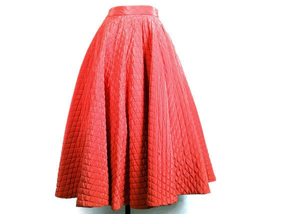 1950s Skirt - Quilted Full Circle Skirt in Salmon or Coral Pink (size extra small to small)Costumes 18Th 19Th, Coral Pink, Circle Skirts, Autumn Winte Sewing, Quilt Circles, Arianna Elouisa, Full Circles Skirts, 1950S Skirts, 18Th 19Th Century