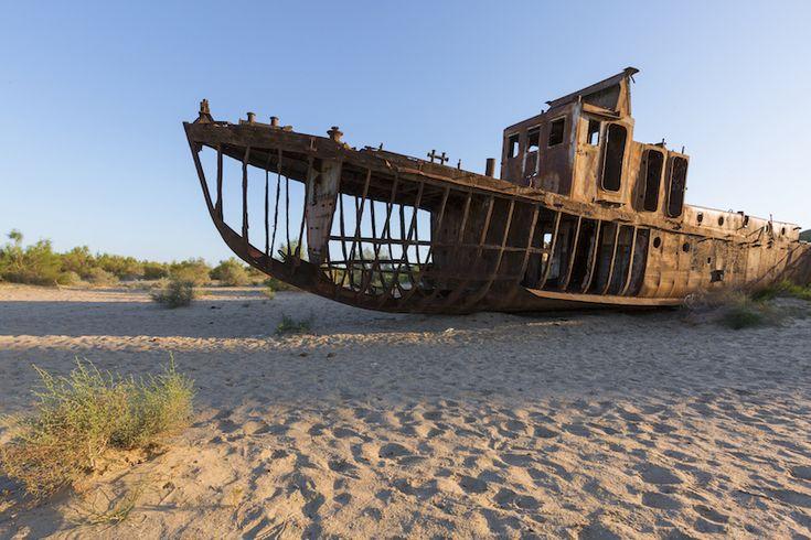 Aral sea azaz tenger, amit mi Aral tónak ismerünk. Kiszáradásának története, modernkori történelmünk egyik első olyan esete amikor az emberki kéz ilyen brutálisan közbeeavatkozot a természet működésébe.