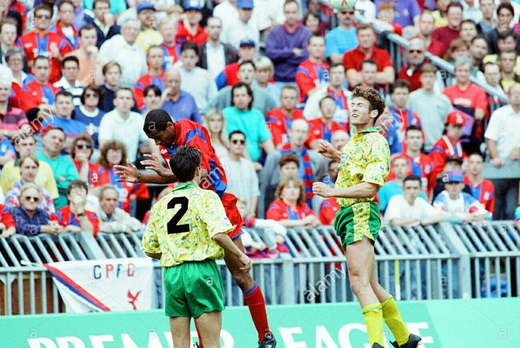Crystal Palace 1 Norwich City 2 in Aug 1992 at Selhurst Park. Eric Young and Chris Sutton go up for the ball #Prem