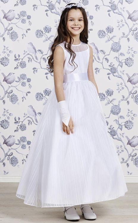 Dit is de nieuwe collectie communiejurken van Lily 2015. Elegante witte jurken van mooie satijnen, tule en soms kant. Verkrijgbaar bij Corrie's bruidskindermode. Communie, communiejurk, communiekleding. bruidskindermode.nl