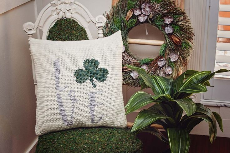 St patricks crochet shamrock pillow cover free pattern