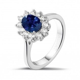 Entourage ring in platinum with an oval sapphire and round diamonds