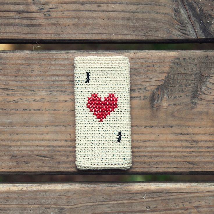 The product Patrón Funda Reina de Corazones is sold by Ganchitos in our Tictail store. Tictail lets you create a beautiful online store for free - tictail.com