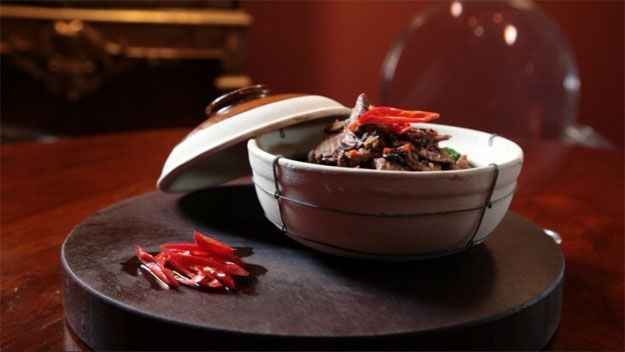 Gok Wan Cooks Chinese: Beef in black bean sauce