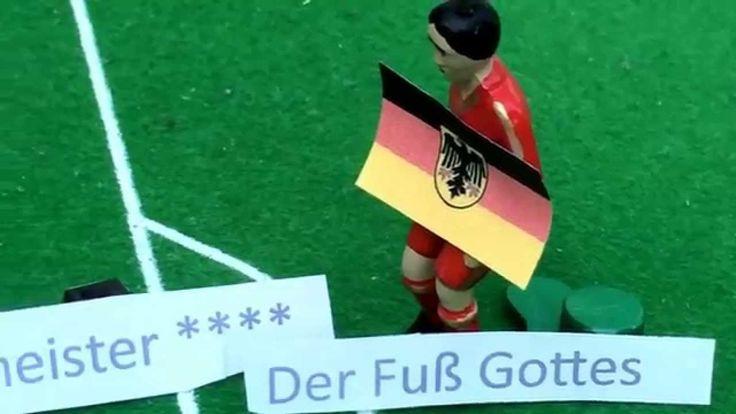 So gehen die Gauchos, die Deutschen gehen so WM 2014 So gehen die Gauchos, die Deutschen gehen so. mein Beitrag zur WM 2014 in Brasilien. Eine Inszenierung der wichtigsten Ereignisse der WM auf unserem Tipp-Kick-Feld. Und bitte nicht zu ernst nehmen, ist nur Spaß! ;-) #Gauchos #Deutschen #WM #sogehendiedeutschen #sogehendiegauchos #Weltmeisterschaft #Weltmeister #Fanmeile #FIFA #Argentinien #Brasilien https://www.youtube.com/watch?v=skv39acnSvg