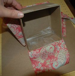 Fabric Covered Box Tutorial - good tutorial, very detailed, makes boxes from scratch