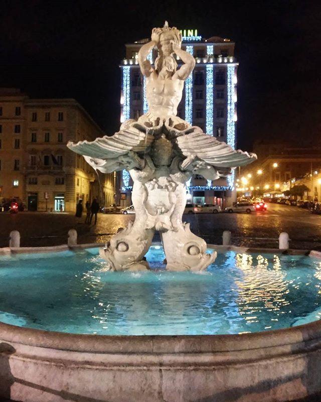 #rome #barberini #fountain . . . . .#photooftheday #fountain #roma #beautiful #waters #blue #night #sculpture #art #classic #italy #ig_italy #italyiloveyou #seemycity #travel #travelgram #travelblogger #greekblogger #igdaily #igers