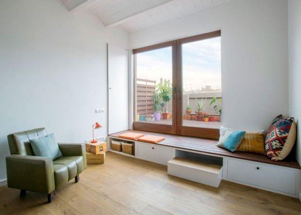das könnte man einfach aus unserer Fensterbank machen... Schubladen druntergebaut, oder schöne Körbe druntergestellt und schon hat man ein Stückchen mehr Stauraum geschaffen...