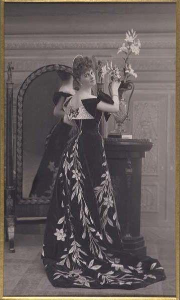 Ballgown by Worth, 1896 (modified in 1900) Paris, Musee Galliera   Worn by Comtesse Élizabeth Greffulhe (born Princess Marie Anatole Louise Elisabeth de Riquet de Caraman-Chimay)