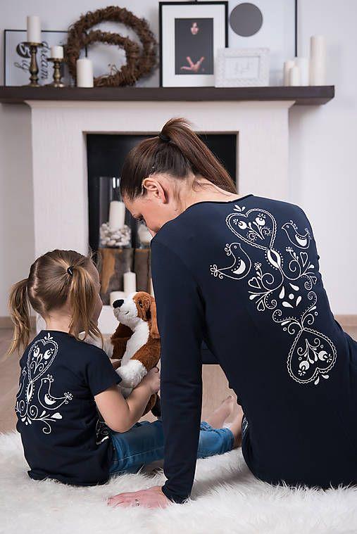 Tmavomodré šaty - folk #detskamoda#jedinecnesaty#handmade#originalne#slovakia#slovenskydizajn#móda#šaty#original#fashion#dress#modre#ornamental#stripe#dresses#vyrobenenaslovensku#children#fashion#rucnemalovane#folk
