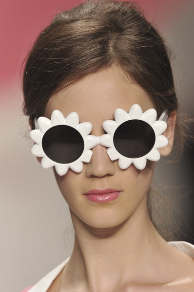 Moschino Cheap & Chic flower sunglasses ✿