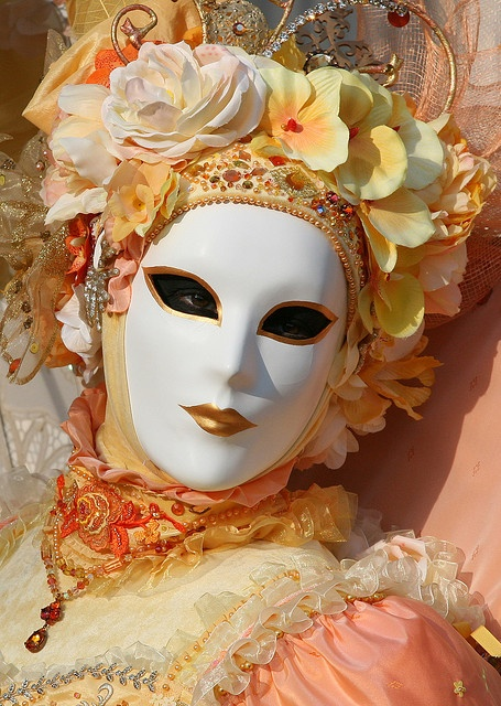 Floral Queen. Carnivale in Venezia 2009. Venice, Italy. - A plain white mask does not contrast with the gold costume very well. The mask could have had a small design painted on or attached to it in a darker colour.