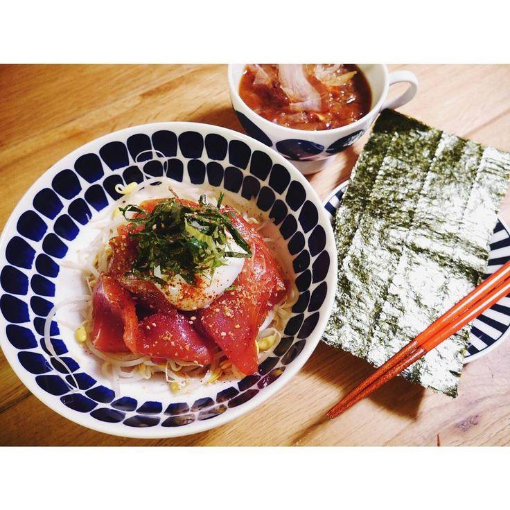 いいね!345件 3日前 kanoyunokanoyunoライザップ378日目  間食15:30 プロテイン  夕食19:30 まぐろの甘辛漬け丼 (まぐろ、温泉卵、豆もやし) お味噌汁 (白菜、しめじ、えのき、わかめ、鰹節) #焼き海苔部 . . まぐろの刺身をアレンジしたくなって、甘辛タレに漬け込んでみました✨ 甘辛タレは醤油、酢、ごま油、エリスリトール、コチュジャンを適当に混ぜ混ぜ。