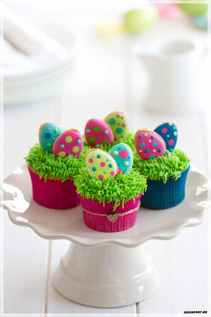 Easter cookie egg cupcakes. – Petits gâteaux et biscuits cocos de Pâques.