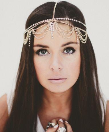 Look that head piece- so femine http://fashionaccessoryshop.com/jewellery.html #jewelry