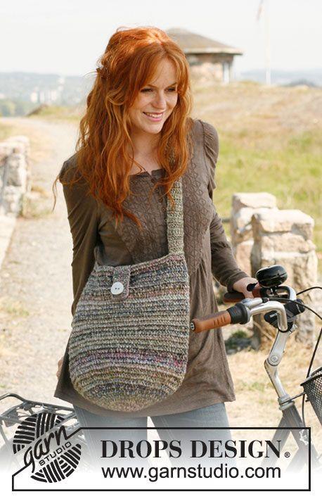 """Crochet DROPS bag in """"Delight"""" and """"Lin"""". ~ DROPS Design"""