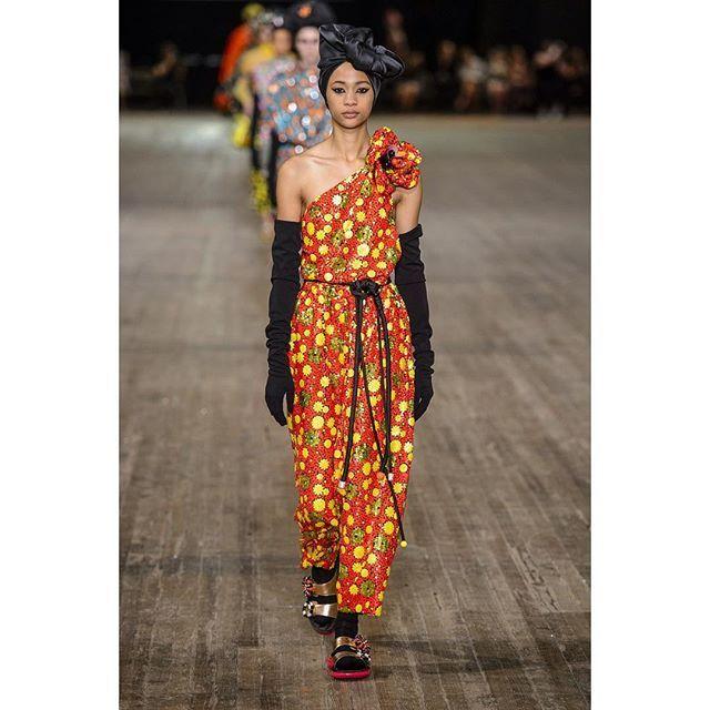 Chic clothing & accessories - THE destination for trendsetters around the world SHOP NOW!  #MarcJacobs (Label)  #MarcJacobsSpring2018  #Spring2018 #MarcJacobs (Designer)  # # #  #catwalk #runway #ootd #readytowear #lookbook #gracefashbook #NYFW  #rtw #readytowear #fashion #model Model #  # ootd,model,runway,rtw,marcjacobsspring2018,readytowear,catwalk,nyfw,marcjacobs,lookbook,spring2018,gracefashbook,fashion VIA https://www.instagram.com/p/BZI4lr5lw16/ Credit 👗💄👜👠
