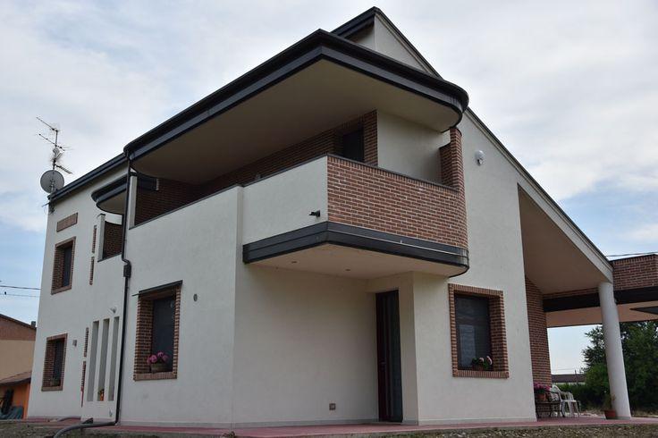 A Gavello in provincia di Modena ci hanno incaricato di ricostruire alcune costruzioni purtroppo cadute dopo il #sisma nel 2012. Ecco alcune foto. www.ruggeropulga.it #Ricostruzionepostsisma #costruzionipostsisma #costruzioniantisismiche