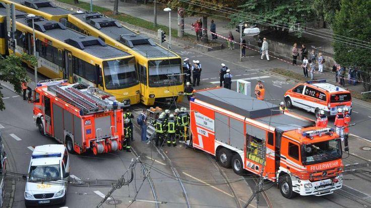 In Stuttgart sind bei einem Unfall zwei Stadtbahnen zusammengestoßen http://www.bild.de/regional/stuttgart/strassenbahn/stadtbahn-unfall-42318118.bild.html