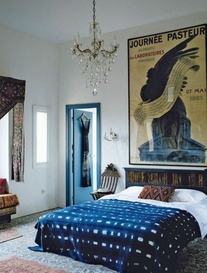 Best 25 indigo bedroom ideas only on pinterest navy bedrooms navy bedroom walls and navy for Chambre adulte coloree
