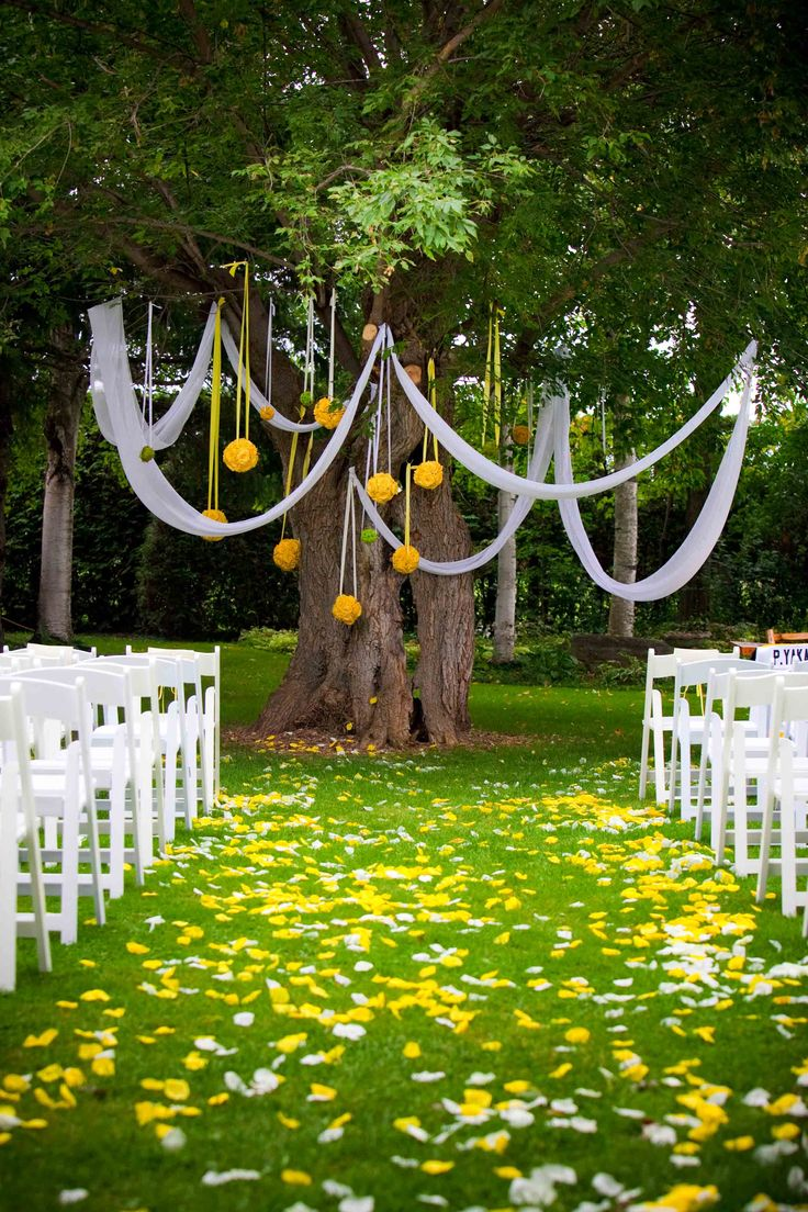 Featured in Wedding Bells Magazine, A Stunning Ceremony Site under the Tree for this #Wedding #Ceremony in the Garden