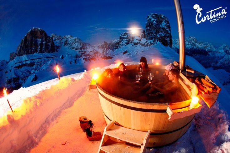 Sulle cime del benessere - Vasca botte al Rifugio Scoiattoli *** Peaks of pampering - Hot tub at Scoiattoli Refuge  Ph: Bandion  #mycortina #cortinadampezzo #dolomiti