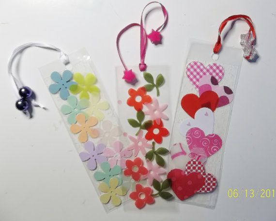 BOOKMARKS 2 Craft Kit por kazsmom en Etsy.   Materials: acetate, paper flowers and letters, ribbon, beads...